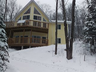 Beautiful year round location minutes from Eagle Lake and Sir Sam's ski resort