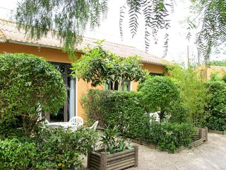 1 bedroom Villa with Air Con, WiFi and Walk to Shops - 5642298