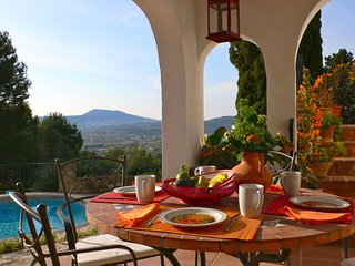 Breakfast time with views over the valley of Jávea.