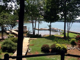 The Captain's Command - Lake Norman - Waterfront - Beach - Game Tables