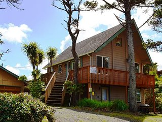 SAND and SURF~Quaint beach house just steps to the beach!! NOW WITH WIFI!!