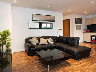 Stunning 3BD canal-side Apartment in City Centre