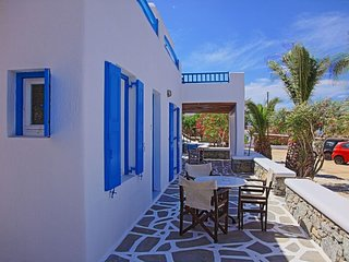 Maganos Epta:Traditional one bedroom apt, for 2 persons, enjoys a shared pool