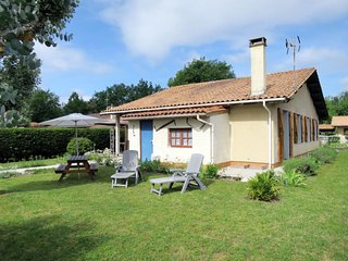 2 bedroom Villa in Hourtin, Nouvelle-Aquitaine, France : ref 5650317