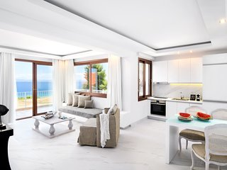 Elegant Suite | Sea View [Villa D'Oro]