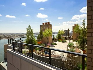 LUXURY 3BR WITH BALCONY-RIVER VIEWS