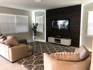 Newly Built 5bd home 15 min to Disney at Solara 9035