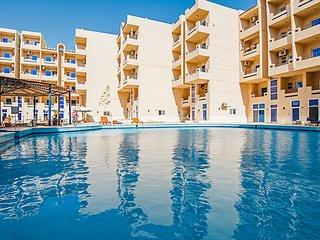 Pool View Studio with Balcony - Free WIFI