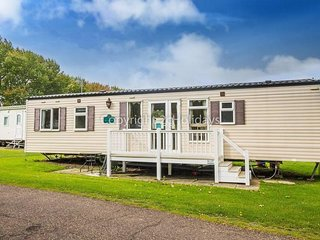 8 Berth caravan with D/G and C/H at the Wild Duck Holiday Park. REF 11006B