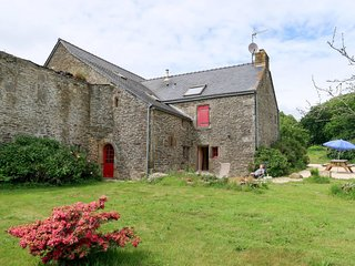 2 bedroom Villa in Kergos, Brittany, France : ref 5653037
