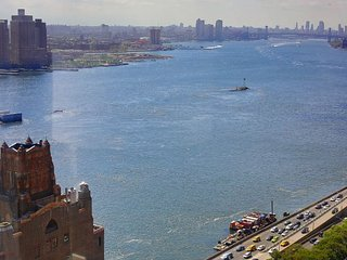 EAST RIVER VIEWS-MIDTOWN EAST 1BR APT WITH DOORMAN