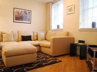 Comfy 2 bed apartment on West Bow, overlooking Grassmarket
