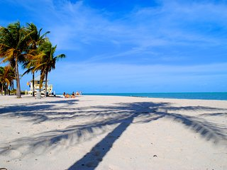 STEPS TO THE PRIVATE BEACH, FANTASTIC 2BR APT IN KEY BISCAYNE! POOL, PARKING!