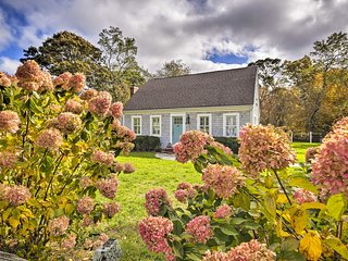 Charming Cottage w/ Deck - Walk to Skaket Beach!
