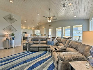 NEW! Luxe Crystal Beach Home - 100 Steps to Beach!