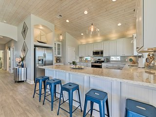 Luxe Crystal Beach Home - 100 Steps to Beach!