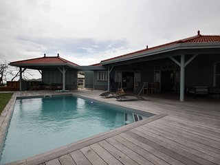 Villa Skyline: grande piscine vue mer