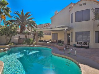 Minutes to LV STRIP- Beautiful POOL/SPA Home!Near-All SPORTS TEAMS-CORP. RENTAL!