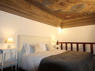 Spacious apartment very close to the centre of Florence with Parking, Internet,