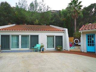 Malibu Canyon Retreat Guest House & Bus w/Pool
