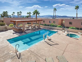 Near Lake Havasu, 1BR w/Whirlpool Tub at Top-Rated Resort, Pool & FREE WIFI