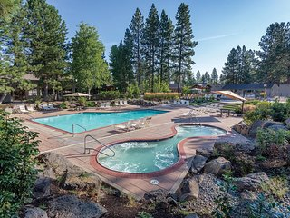 Bend, OR: 2BR w/Fireplace, Pool, Ice Skating, Stables, Lake, Watersports & More!