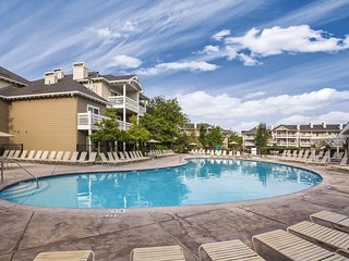 Windsor, CA: Sonoma 2 Bedroom Condo w/Fireplace, Resort Pool, Spa, WiFi & More!