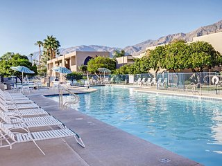 Palm Springs, CA: 2 BDRM Condo w/FREE WIFI & Pool, Near Waterpark, Golf & More!