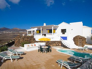 Spacious 5 bedroom 4 bathroom Villa. Macher. Lanzarote. 10 mins from airport.