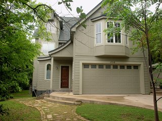 Luxury Vacation Rental Home Minutes from Downtown, Lake Austin and 6th Street