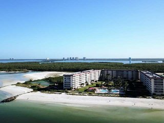 GORGEOUS Bonita Beach Condo, All BRAND NEW! Ground Floor, 1 Min Walk to Beach, F