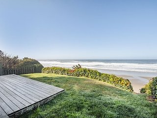 Changing Shores-Charming Oceanfront Home with Panoramic Ocean Views