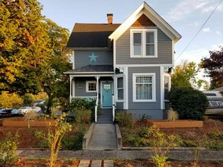 South Of Portland Restored Victorian, Two Blocks To Park and Clackamas River, 11