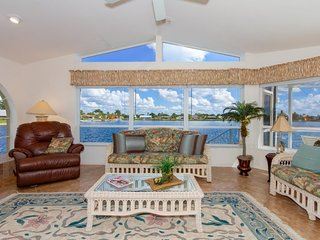 Lake View,amazing Lake view home, 4 beds and 4 baths pool home with outside wet
