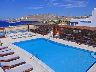 Maganos DekaPente: Traditional one bedroom apt, for 2 persons, enjoys a shared