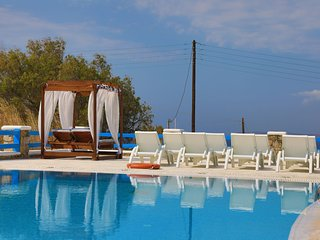 Maganos EikosiDio: Traditional one bedroom apt, for 4 persons, enjoys a shared