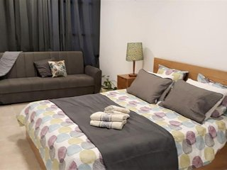 Bat Yam on the Beach - Deluxe Apartment