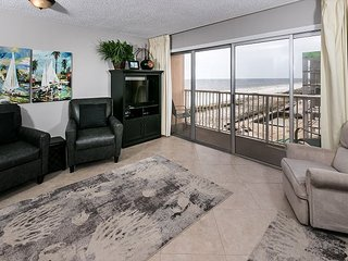 #606:Amazing BEACH-Side Condo ~ FREE Beach Service, Movies, Golf and More!
