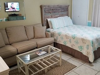 Sugar Beach 138: 1br/1ba beach side efficiency in Orange Beach, Sleeps 4