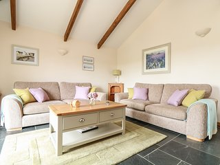 ASH COTTAGE, open-plan, countryside views, Tregony