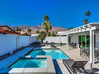 Newly Remodeled 3BR/2BA w/ Immaculate Backyard Salt Water Pool & Spa