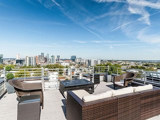 Luxe New 3BR near Downtown & Music Row – Rooftop Deck w/ Panoramic Views