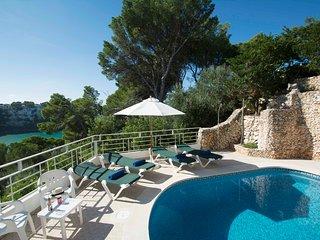 Apartamento con piscina privada y vistas al mar en Cala Galdana