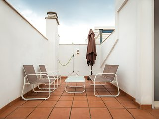 Budget studio with terrace solarium close to Malaga city centre