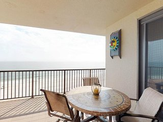 Stunning Gulf-View condo w/ access to communal pool and a full kitchen!