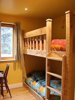 Private Gainsborough bunk bedroom sleeps 2 ground floor, next to large wet-room