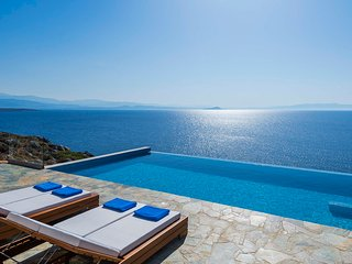 Kima/ Luxury villa with private pool, waterfront