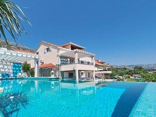 Luxury Villa Maslina ***** with infinity swimming pool
