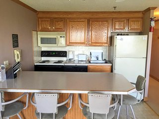 ML226 1BR/1BA - Slope-Side Parking Wi-Fi - Next to lifts and village - NICE!!