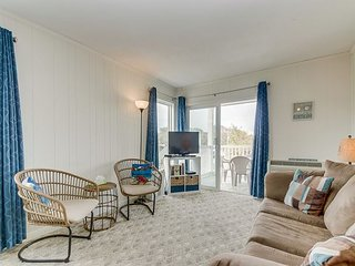 Economically priced third floor condo, across the street from the beach!